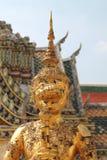 Demonförmyndarestatyer på Wat Phra Kaew Arkivfoto