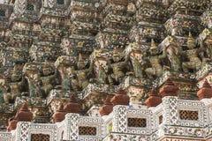 Demonförmyndarestatyer Wat Arun Arkivfoton