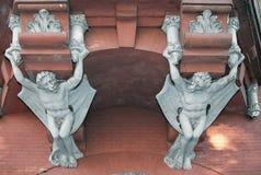 Demonios en la pared del castillo de un barón en Kiev, Ukrai Foto de archivo