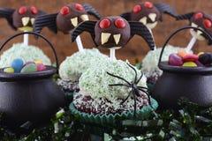 Demoniska muffin för lycklig allhelgonaafton Arkivbild