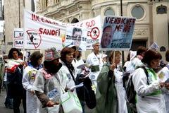 Demonstation en sueldo y el desempleo en París Foto de archivo