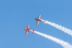 Demonstração aérea extra invertida dos aviões do EA 300 Imagem de Stock