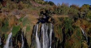 Demonstração aérea uma cachoeira popular em Idaho do sul no vale da cisne vídeos de arquivo