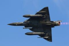 Demonstração aérea verde rápida do avião de combate da força aérea imagens de stock