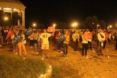 A demonstração contra as famílias alegres que movem Manuf derrama Tous imagem de stock