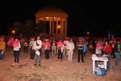 A demonstração contra as famílias alegres que movem Manuf derrama Tous imagem de stock royalty free