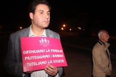 A demonstração contra as famílias alegres que movem Manuf derrama Tous imagens de stock royalty free