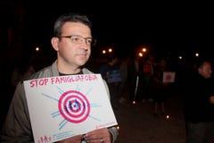 A demonstração contra as famílias alegres que movem Manuf derrama Tous fotografia de stock royalty free