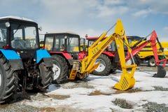 Demonstração das máquinas escavadoras na exposição Rússia Fotos de Stock Royalty Free