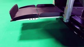 Demonstração do elevador do carro da cadeira de rodas vídeos de arquivo
