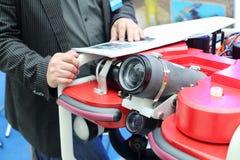 Demonstração dos dispositivos para a fotografia subaquática Fotografia de Stock Royalty Free