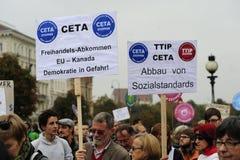 Demonstração em Viena contra os acordos de comércio livres TTIP Foto de Stock