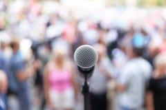 Demonstração política do público do protesto Microfone imagens de stock