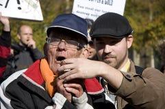 demonstraci seniora mówienie Zdjęcia Royalty Free