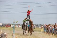 Demonstracja Kozacki equestrian klub sportowy z akrobatycznymi elementami i sztuczkami zdjęcie royalty free