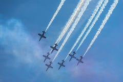 Demonstracja lot aerobatic drużynowym Patrulla Aguila Eagle patrolem Zdjęcie Stock