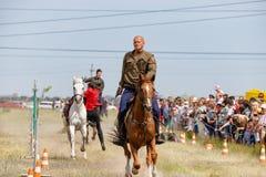 Demonstracja występy Kozacki equestrian klub sportowy z używają bronie palne zdjęcie royalty free