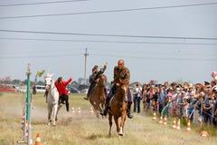Demonstracja występy Kozacki equestrian klub sportowy z używają bronie palne zdjęcia stock