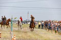 Demonstracja występy Kozacki equestrian klub sportowy z używają bronie palne obrazy royalty free