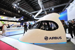 Demonstrador da cabina do piloto de Airbus A350-900 XWB na exposição em Singapura Airshow Fotos de Stock Royalty Free