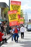 Demonstradores religiosos na parada chinesa do ano novo de Los Angeles fotografia de stock royalty free