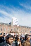 Demonstranci protestuje przeciw Tureckiemu prezydentowi Erdogan polic Fotografia Royalty Free