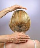 Demonstrando posições da mão para a cura de canalização Fotografia de Stock Royalty Free