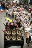 Demonstranter från anti--regering V för Thailand grupper bär Royaltyfri Foto
