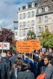 Demonstranter som protesterar mot den turkiska presidenten polic Erdogan Royaltyfria Bilder