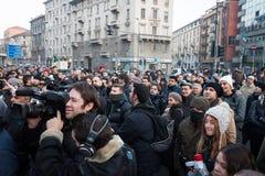 Demonstranter som protesterar mot regeringen i Milan, Italien Arkivfoto