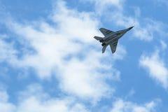 Demonstratie de straal van vechters mikojan-Gurewitsch (Poolse Luchtmacht) tijdens de Internationale Ruimtevaarttentoonstelling Stock Foto's