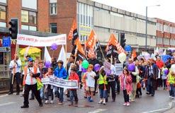 Demonstratie maart door menigte Stock Foto