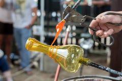 Demonstratie van met de hand gemaakte glasproductie Stock Foto's