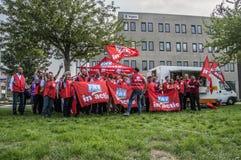 Demonstratie van Trigion-Werknemers voor een Betere Collectieve Werkgelegenheidsovereenkomst bij het Hoofdkwartier van Trigion Am stock foto's