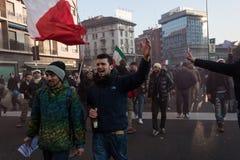 Demonstratiesystemen die tegen de overheid in Milaan, Italië protesteren Royalty-vrije Stock Foto