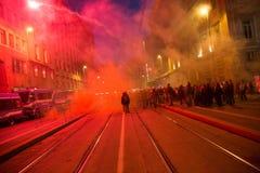 Demonstratiesystemen die voor het Turkse consulaat in Milaan, Italië protesteren Stock Foto