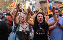 Demonstratiesystemen die voor onafhankelijkheid in centraal Barcelona schreeuwen royalty-vrije stock afbeelding