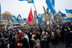 800.000 demonstratiesystemen met nationale vlaggen op anti-government demonstratie verlamd verkeer tijdens pro-Europees protest Stock Foto