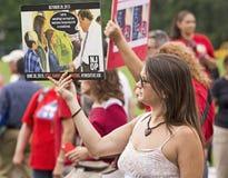 Demonstratiesystemen tegen Christie aangezien hij voor Voorzitterschap verklaart Stock Afbeelding