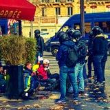Demonstratiesystemen tijdens een protest in gele vesten stock fotografie
