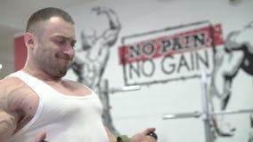 Demonstration av övningen för armar och kropp, vid världsmästaren lager videofilmer