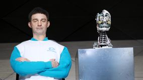 Demonstration av en ny humanoid robot lager videofilmer
