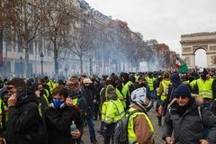 Demonstration av 'Gilets Jaunes i Paris, Frankrike royaltyfri foto