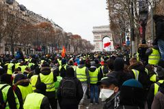 Demonstration av 'Gilets Jaunes i Paris, Frankrike royaltyfri bild