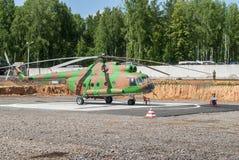 Demonstration av helikoptern Mi-8 som kan användas till mycket Arkivfoto