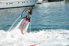 Demonstration av Zapata Racing den vatten framdrev flugan Royaltyfri Bild