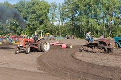 Demonstration der Landwirtschaftsmaschinerie während eines niederländischen landwirtschaftlichen festiva Stockfotos