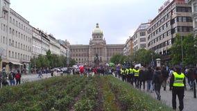 Demonstration f?r legaliseringen av marijuana, marsch av miljoner f?r marijuana i Prague 2019 stock video