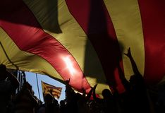Demonstration for freedom and against political prisoners in barcelona. The crowd carry a giant estelada flag, pro separatist catalan flag, during a Stock Photography