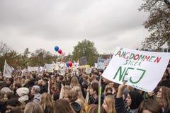 Demonstration mot finansiella minskningar på utbildning Arkivfoto
